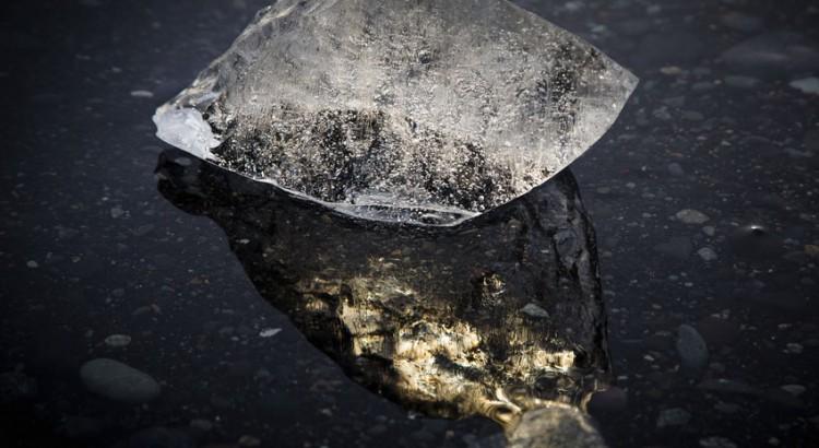 Eisblock im Wasser